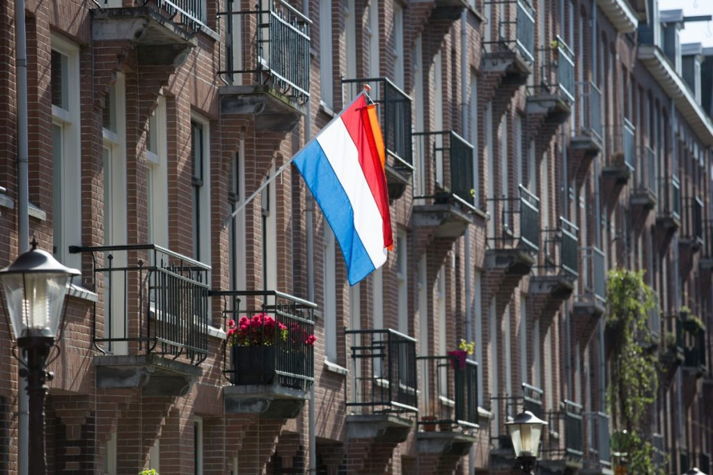 Dutch counts 23 million speakers around the World, with strong communities that keep the language alive. So, let's talk about Dutch.